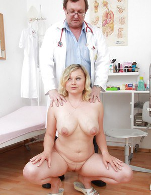 Fatty blonde MILF gets her twat stuffed with fingers and a speculum